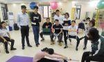 施罗斯SBP治疗师认证课程第三天,侧弯患者进行坐位体前屈测试与松解练习
