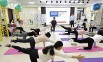 施罗斯SBP治疗师认证课程第四天,武汉工作室,体能老师带领侧弯患者们进行腰背肌核心锻炼。