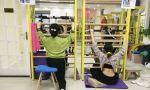 武汉工作室,认真练习施罗斯体操的侧弯小患者们。